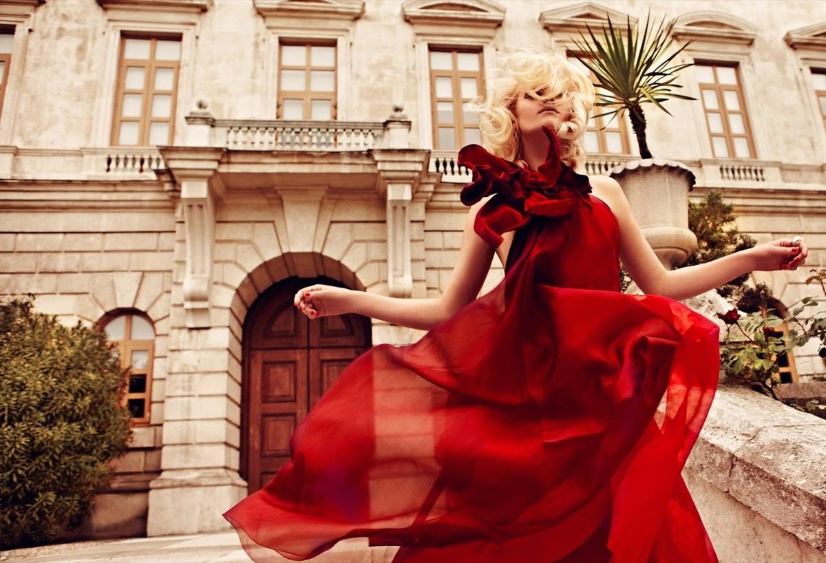 Znalezione obrazy dla zapytania red in fashion